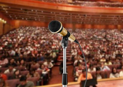 Mikrofon vor Publikum